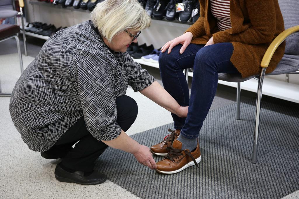 Kenkäkauppa kävelykadulla